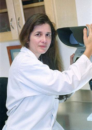 Dra. Alba Reyes Sagiv - Clínica de Piel y Trasplante de Pelo